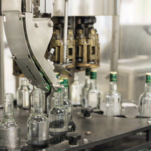 Cam şişe dolum ve metal kapak kapatma makinası tetripak